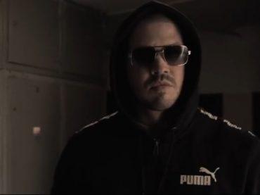Momo ukazuje tvrdý rap na novej skladbe FLEXIN z pripravovaného albumu WLK!?
