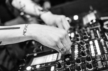 Milovníci elektronickej hudby si v tomto roku určite prídu na svoje. Títo traja DJs predvedú svoju tvorbu na Slovensku.