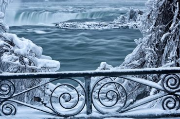 Niagarské vodopády momentálne ponúkajú aj takýto pohľad. Zamrznuté ľadové kráľovstvo je od toho letného na nepoznanie!