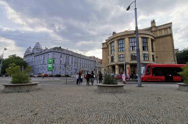 Dve najväčšie slovenské univerzity prerušili vyučovanie. Študenti majú opustiť internáty.