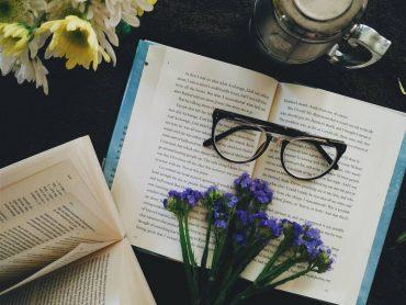 KNIHY, ktoré by ste si v roku 2020 mali rozhodne prečítať!