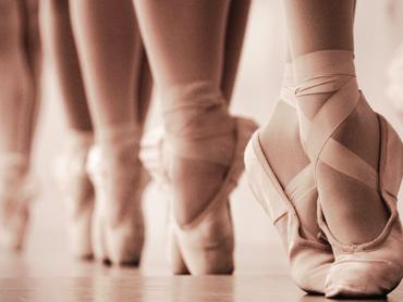 Všetko pre svoje deti! Otcovia tancujú balet so svojimi dcérkami!