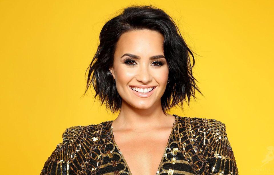 """Bleskové zásnuby svetovej speváčky: Demi Lovato povedala svoje """"áno"""" a ukázala nádherný diamantový prsteň!"""