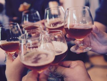 Zlepšuje sa schopnosť komunikácie v cudzom jazyku po konzumácii alkoholu?