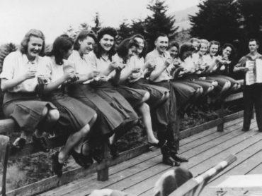 33 unikátnych fotografií, ktoré ukazujú tajný život nacistov v koncentračnom tábore