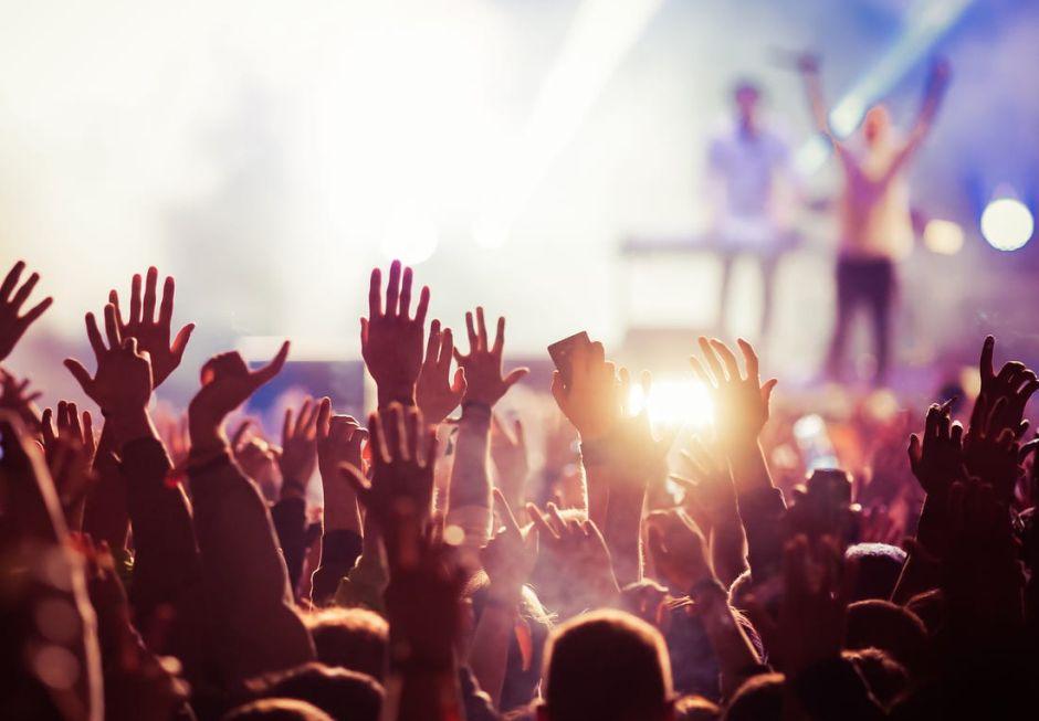 Užívať si koncert a zároveň dodržiavať dvojmetrový odstup!? Aj to je možné!