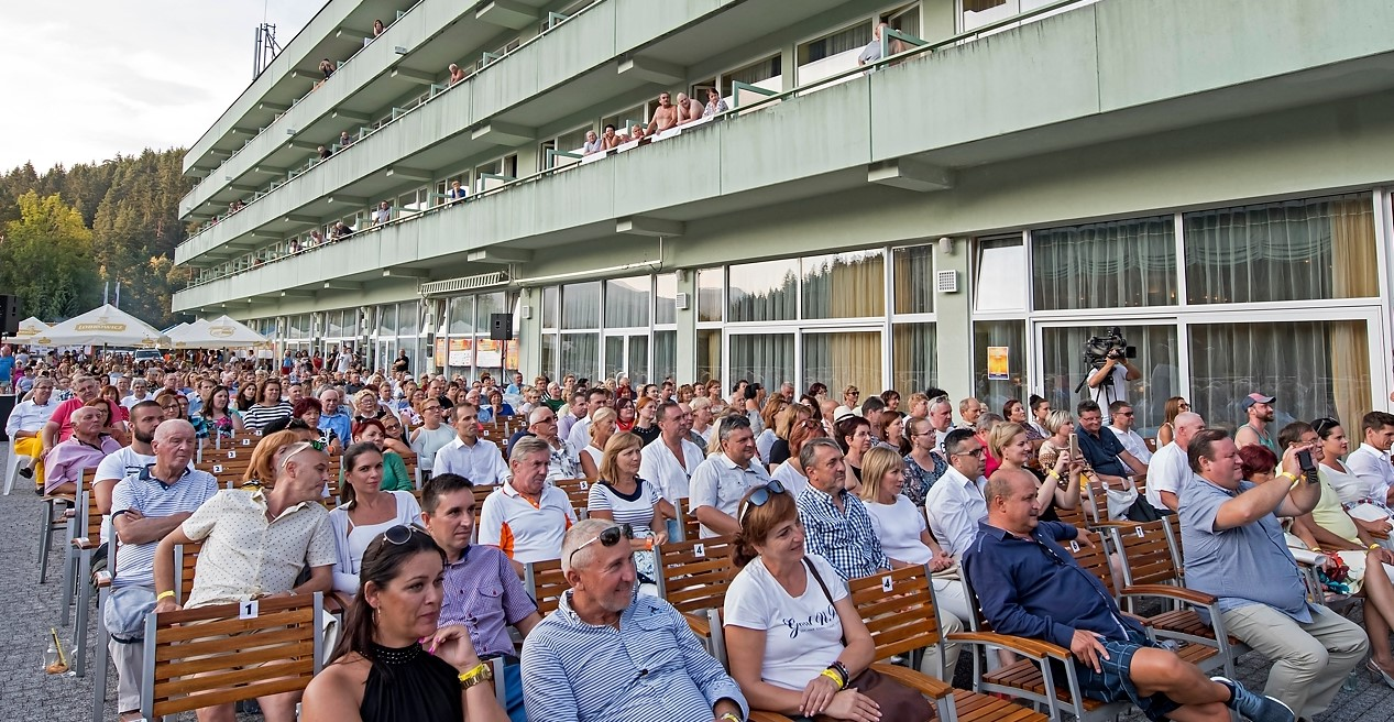 Filmové a muzikálové hity Zdeňka Bartáka už túto sobotu v Brusne!?