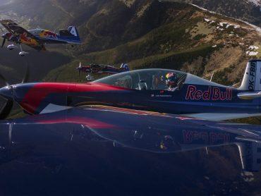 Zaleť si pre životný zážitok s Flying Bulls! Red Bull má pre teba súťaž, z ktorej sa ti zatočí hlava!?