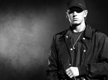 V detstve sa mu vysmievali, dnes je kráľom hip-hopu: Americký raper Eminem oslavuje svoje narodeniny!
