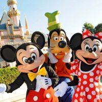 Zábavný park Disneyland je opäť otvorený. Tentoraz svoje brány odomkol s úplne iným zámerom!