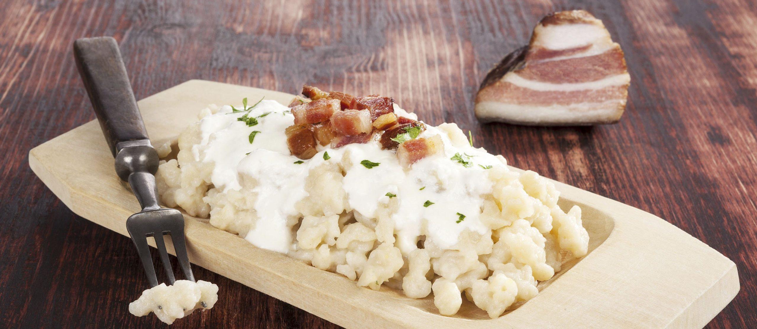 Patria tradičné BRYNDZOVÉ HALUŠKY ešte stále medzi obľúbené jedlá na Slovensku!? Ktorý pokrm sa stal ich konkurenciou!? Zostanete naozaj prekvapení!