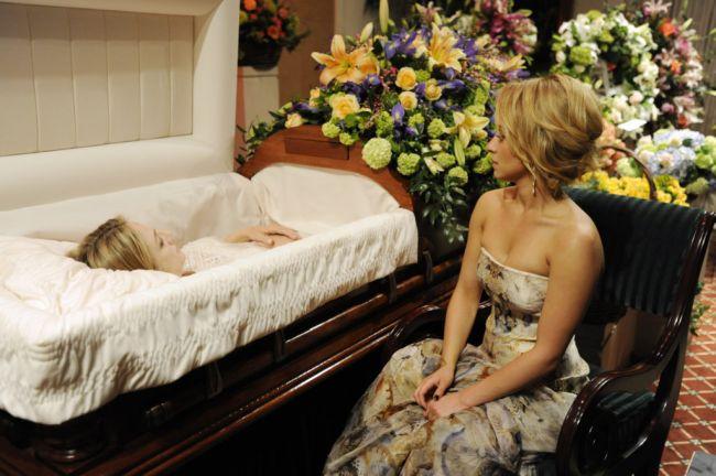 úmrtie na vlastnom pohrebe