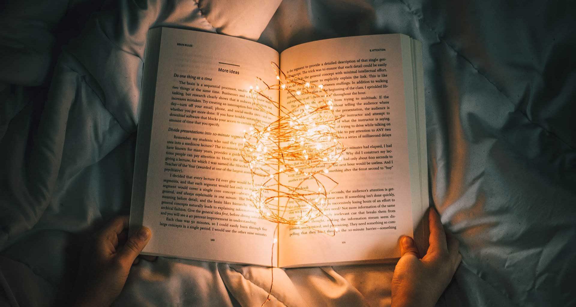 Vôňa kníh či napínavý dej!? MAREC- mesiac kníh je tu opäť! Milovníci čítania tento mesiac veľmi uctievajú! V čom je taký výnimočný!?