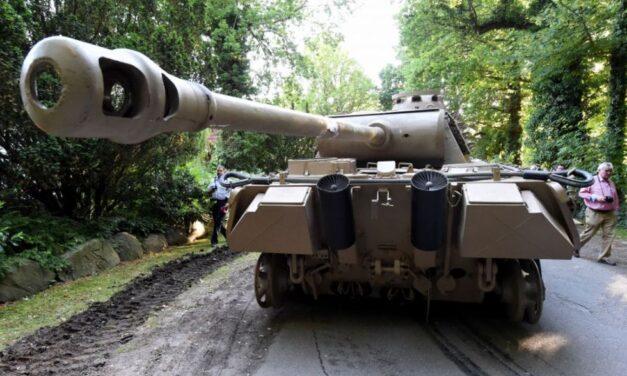 Vo svojej pivnici skladoval tank a zbrane z druhej svetovej vojny. Nemecký dôchodca skončil na súde!